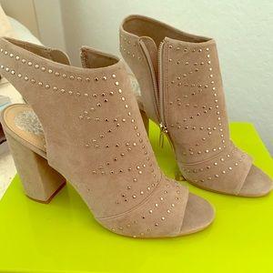 Cute beige/tan shoe size 8